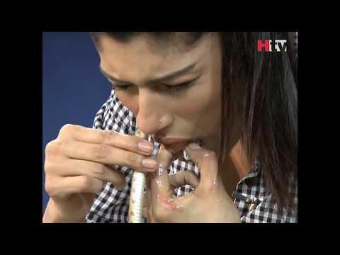 Жена и змија на пакистанско реално шоу