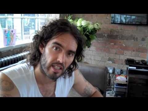 What's Behind These 2014 Commercials? Russell Brand The Trews (E98)