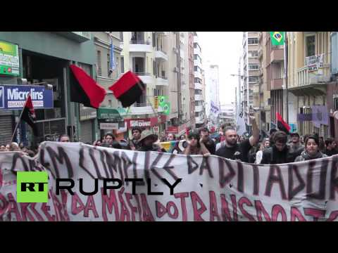 Brazil: Shop owners rush to barricade entrances during anti-FIFA protest
