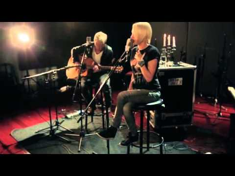 Emma Hewitt -  Circles & Miss You Paradise (Live Acoutic Versions)
