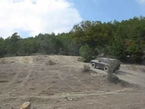Nissan Patrol Y60 offroad flying