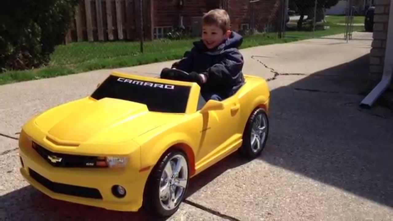 power wheels camaro drag race by a 5 year old boy youtube. Black Bedroom Furniture Sets. Home Design Ideas