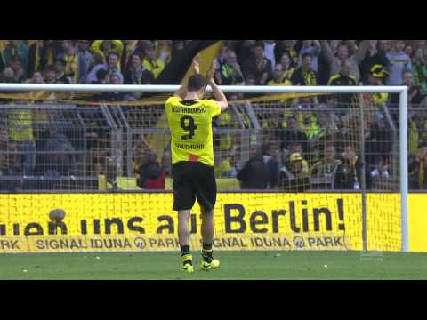 Legend Lewandowski Receives Rapturous Send-Off at Dortmund