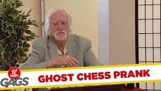 一人でチェス?いえいえ相手いますよ。見えません?