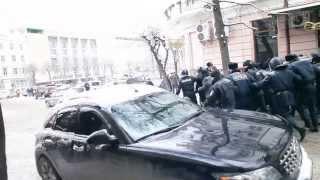 Șeful administrației din Cernăuți fuge de furia cetățenilor