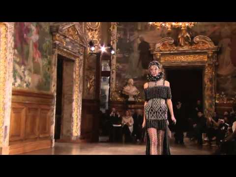 Alexander McQueen | Fall Winter 2013/2014 Full Fashion Show | Exclusive