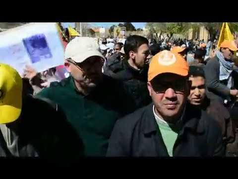 ميدلت : مسيرة تاريخية للاساتدة المتعاقدين باهم شوارع المدينة //جانب من المسيرة//