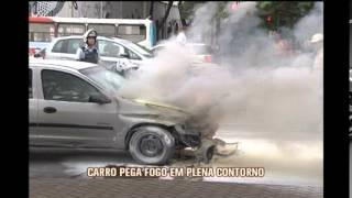 Carro tem pane el�trica e pega fogo em plena Avenida do Contorno