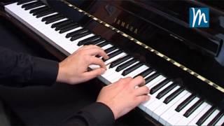 Leer una partitura en el piano