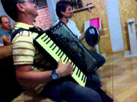 VARGUINHAS - DE CHÃO BATIDO, NO RONCO DA BAIXARIA - 04/01/12 ERECHIM-RS