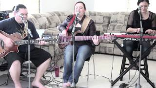 Am A Queen Acoustic - Lilo De Lima of Kapena