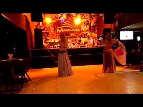 Claudia Orli e Vanessa Johary com Tony Mouzayek