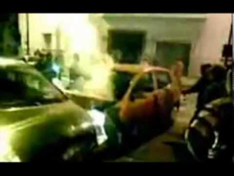 Mulher traida destroi o carro do marido