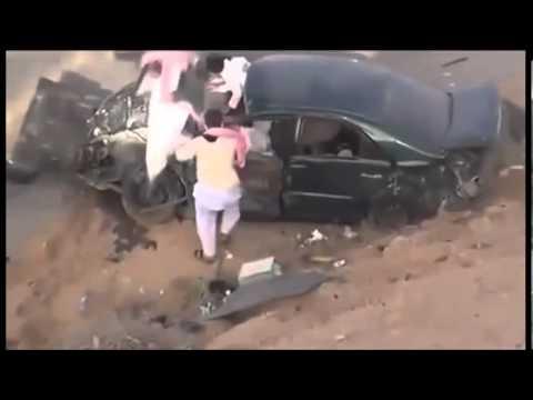 Τρελός Άραβας οδηγός στουκάρει μετωπικά σε νταλίκα! (μην το δείτε αν δεν αντέχετε)