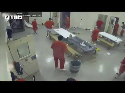 فيديو.. سجناء يتخلصون من جثة أحدهم ...