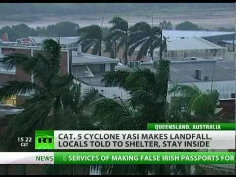 Powerful cyclone Yasi hits Queensland in Australia