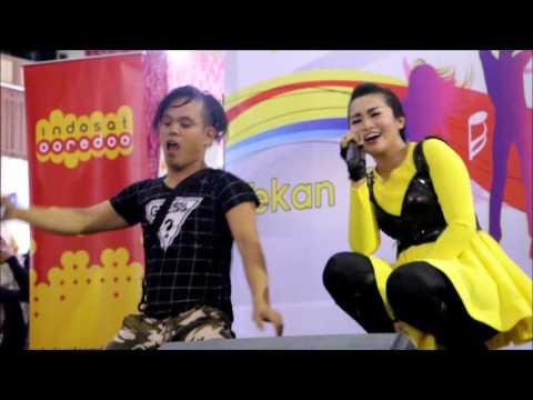 Fitri Carlina Tampil di Thamrin City Single Yank (Aksi Fans Lucu)