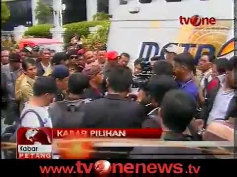 tvOneNews- Divonis Bersalah_ Bupati Subang & Pendukungnya Berunjukrasa -.mp4