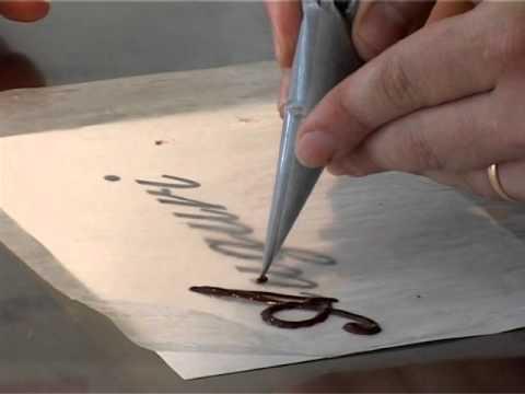 Scritte di cioccolata per torte benvenuti a tavola for Decorazioni di cioccolato per torte