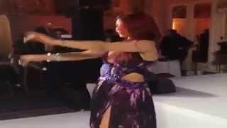 Hao123-رقص هيفاء وهبي في مهرجان كان 2014 بـ فستان روبيرتو كافالي