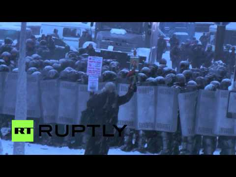 Ukraine: Violence follows withdrawal of Orthodox priests from protest 'grey-area'