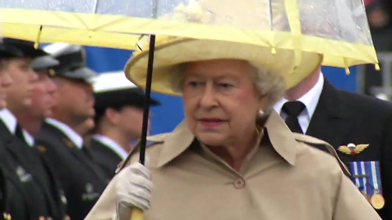 how to get a photo of the queen in canada