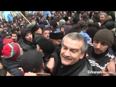 Ukraine: pro-Russia and pro-Ukraine groups stage competing rallies