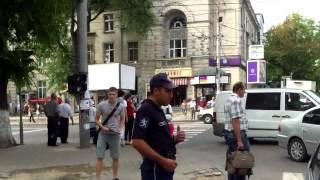 Fărădelegi pe strada Armenească sub ochii poliției