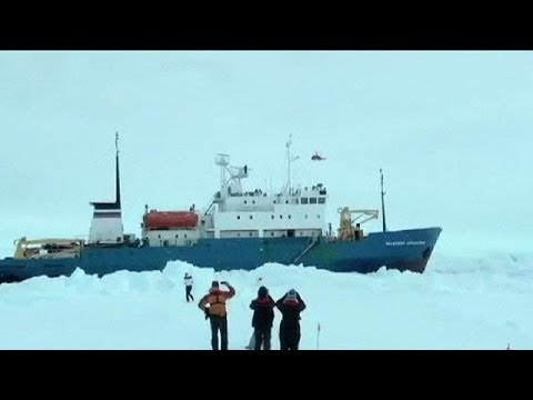 Helicopter begins Antarctic rescue of stranded passengers