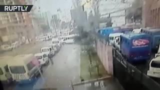 فيديو يوثق لحظة انفجار سيارة مفخخة في مدينة أزمير التركية |