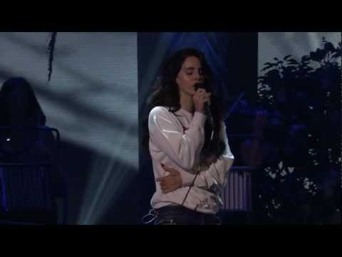 Lana Del Rey - iTunes Festival 2012 (Full Concert HD) 1080p, SETLIST: 00:00 Blue Jeans 05:10 Body Electric 10:04 Born to Die 15:15 Summertime Sadness 19:46 Million Dollar Man 25:17 Video Games 30:45 Radio 35:23 Without...