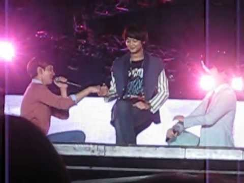 [Fancam]121125 kyuhyun changmin  (ft.minho) -  just the way you are @ SMTOWN in BANGKOK