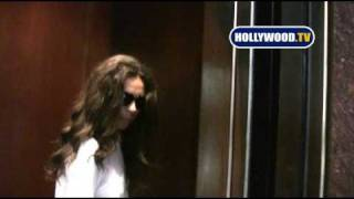 chanel-: Terri Seymour Can't Get The Elevator Door To Close