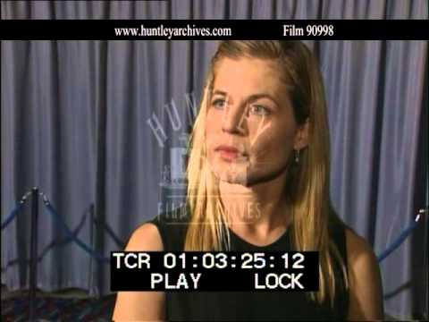 Linda Hamilton talks about James Cameron.  Film 90998