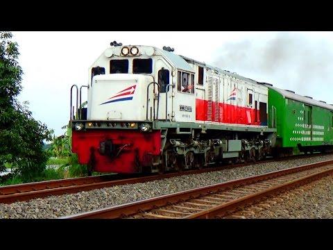 Aksi Masinis Kereta Api Indonesia Menyapa Penggemarnya (Jilid 1)