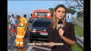 Carro pega fogo na MG-050 no Centro-Oeste de Minas