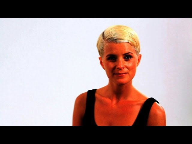 How to Style a Retro Look Pixie Cut | Short Hair Tutorial for Women for Women