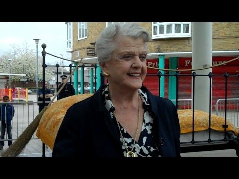 Angela Lansbury Returns to Poplar