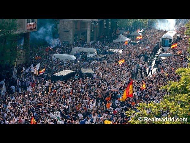 The fans' reaction to Real Madrid's arrival at the Santiago Bernabéu