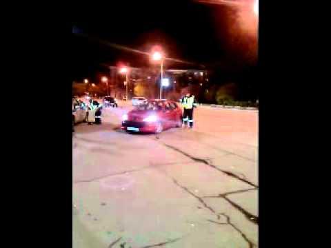 Драка гаишников прямо на дороге! - drakoff.ru