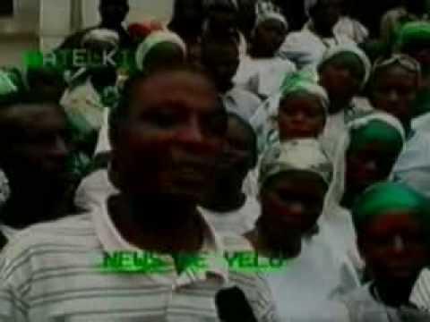Papa Apo Salimba répondant aux questions des journalistes de la RATELKI