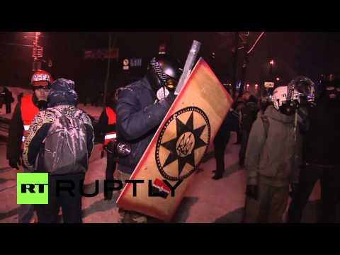 Ukraine: Protesters sport DIY 'medieval' armour