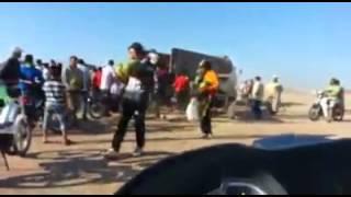 مغاربة يهجمون على شاحنة