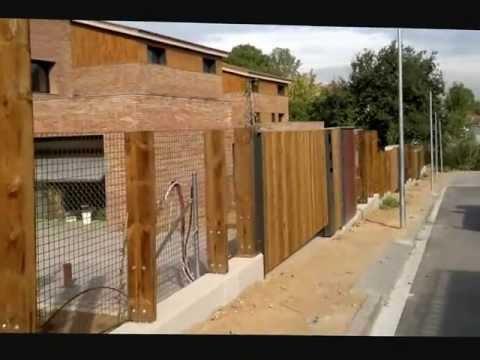 Vallas y puertas de madera de exteriores con traviesas y for Puertas en madera para exteriores
