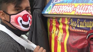 عروض سيرك في شوارع بيرو لنشر ا...