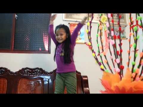 Bé gái 5 tuổi với bài Con Bướm Xuân cực sốc