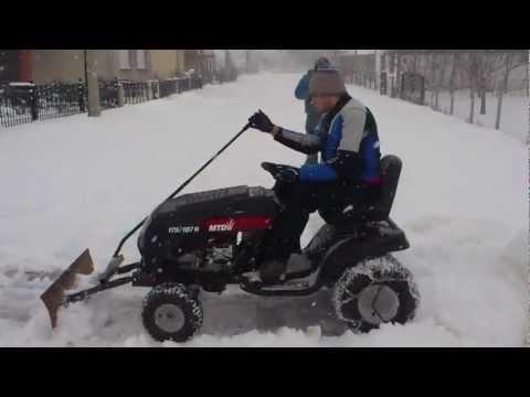 Mtd lawn mower with home made snow plow, Mtd traktorić i čišćenje snjega sa ralicom