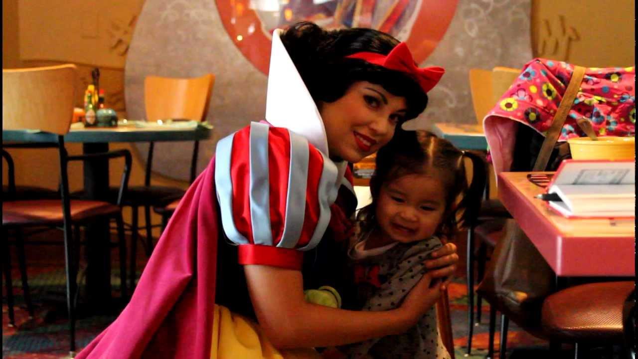 Snow White Goofy 39 S Kitchen Disneyland Hotel 1080p Hd Youtube