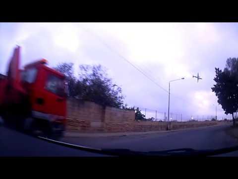 Avião cai e mata cinco em Malta; veja vídeo da queda