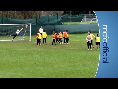 FREE KICKS Yaya v Fernandinho | Training at Manchester City
